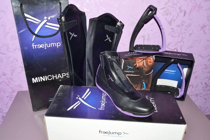 Gaia_Vincenzi's_Freejump_Equipment_Liberty_boots_parme_minichaps_soft_up_pro_stirrups
